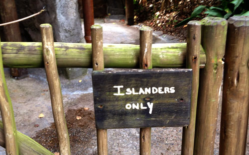 safarivillage_islanders_gate
